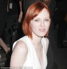 The razor-sharp, chin-length bob is the latest trend from London Fashion Week. It's practical and easy to style, yet still chic. Cool Haircuts For Girls, Girl Haircuts, Girl Hairstyles, Hairstyles For Round Faces, Latest Hairstyles, Pretty Hairstyles, Latest Haircuts, Celebrity Haircuts, Selena Gomez Hair