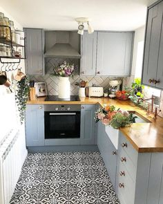 ot to love a Rightmove throw back 😂, 1 whole year to the day since our kitchen was all transformed! I'll pop a little kitchen tour on my Home Decor Kitchen, Interior Design Kitchen, New Kitchen, Home Kitchens, Small Kitchens, Kitchen Ideas, Kitchen Chairs, Little Kitchen, Kitchen Remodel