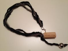 Wool and cork for this fashion necklace ;-)