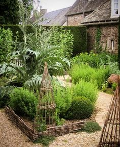 Portager I just love this little potager. The woven willow, gravel, stone house and artichokes! Potager Garden, Veg Garden, Garden Cottage, Garden Landscaping, Vegetable Gardening, Garden Cart, Garden Trellis, Garden Plants, Small Herb Gardens