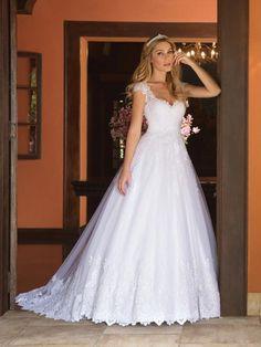 Vestido de noiva modelo: Magnólia 28 Princess Bridal, Princess Wedding Dresses, Bridal Dresses, Wedding Gowns, Ball Dresses, Ball Gowns, Wedding Dress With Veil, Dress Hairstyles, Festival Dress