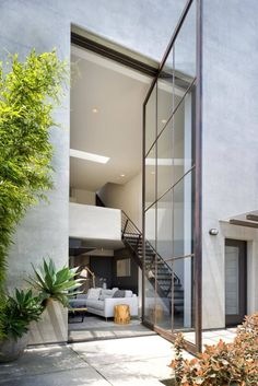 This award-winning home situated in Santa Barbara, California, was designed by Mark Kirkhart of DesignARC. For more design inspiration check out Designed For Life | @designed_forlife