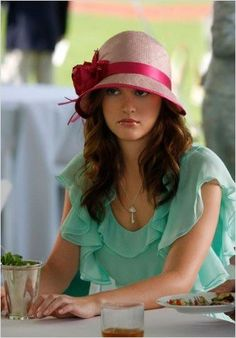 "Leighton Meester portrays the character of Blair Waldorf wearing Walter at the polo match in the episode ""Reversals of Fortune"" in the tv show ""Gossip Girl"". Gossip Girls, Gossip Girl Blair, Moda Gossip Girl, Estilo Gossip Girl, Gossip Girl Fashion, Tv Gossip, Blair Fashion, Estilo Blair Waldorf, Blair Waldorf Style"