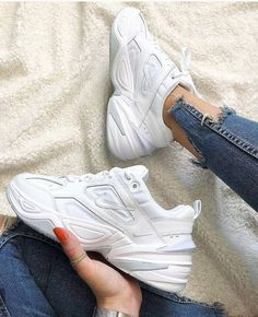 Sneakers Mode, Dad Sneakers, Best Sneakers, White Sneakers, Sneakers Fashion, Fashion Shoes, Sneakers Adidas, Nike Fashion, Dad Shoes