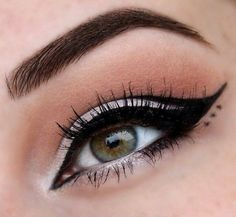 Eye Makeup, Eyeliner and Mascara Eyeliner Make-up, Eyeliner Styles, Eyeliner Designs, Eye Makeup Designs, Eyebrows, Makeup Inspo, Makeup Art, Makeup Inspiration, Hair Makeup