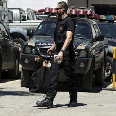 A Polícia Federal prendeu em flagrante um homem que participava, com dois cúmplices, do transporte de 525 quilos de maconha, 23 projéteis de fuzil automático e alguns de pistola, no município de Três  ...