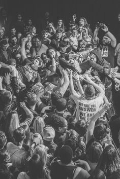 and crowd // Concert photo by Alexandra Elisabetta Concert Crowd, Rock Concert, Band Photography, Concert Photography, Rock N Roll, Jandy Nelson, Street Film, Teenage Wasteland, Music Aesthetic