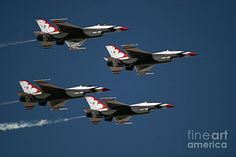 Thunderbirds flying in formation in the skies of Arizona. Photo by Chandra Nyleen