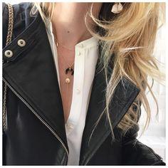 """748 mentions J'aime, 10 commentaires - AURELIE (@blackwhite_loving) sur Instagram: """"Bonne soirée et bon week end ✨ •perfecto @comptoirdescotonniers •chemise @sezane •bijoux…"""""""