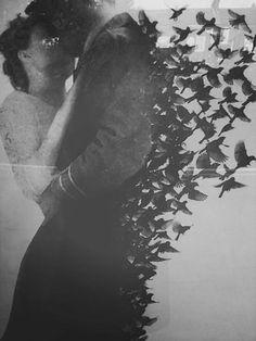 Porque en noches como esta la tuve entre mis brazos, mi alma no se contenta con haberla perdido. Aunque este sea el ultimo dolor que ella me causa, y estos sean los ultimos versos que yo le escribo.   Neruda