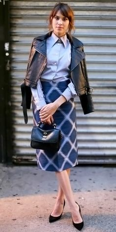 Alexa Chung in business chic. Alexa Chung Style, Celebrity Dresses, Celebrity Style, Charlotte Rampling, Business Chic, Fashion News, Fashion Trends, Style Fashion, Latest Fashion