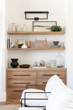 Home Living Room, Living Room Decor, Living Spaces, Living Room Wall Shelves, Bedroom Shelves, Furniture Placement, Dining Nook, Home Interior, Interior Decorating
