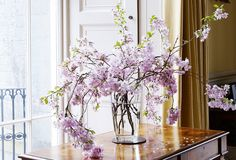Gorgeous sweeping cherry blossom branches that are singing of spring!