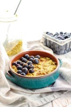Easy Golden Milk Overnight Oats. A super healthy drink turned into a quick grab-n-go filling breakfast! Healthy fats, good carbs, and protein.