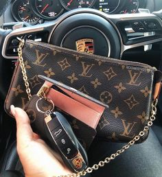 My go to lately, LV pochette accessories with LV Felicie chain for cross body wear plus 6 key holder where I put my house and car keys and… Source by vuitton key pouch Lv Pochette, Pochette Louis Vuitton, Louis Vuitton Handbags, Louis Vuitton Belt, Louis Vuitton Monogram, Fashion Bags, Fashion Handbags, Fashion Models, Celebrities Fashion