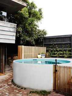 Central courtyard with new concrete plunge pool. Pop & Scott pot, and by Elk Landscape Developments. Photo – Annette O'Brien. Production – Lucy Feagins / The Design Files. Small Backyard Pools, Small Pools, Backyard Patio, Swimming Pool Designs, Swimming Pools, Mini Piscina, Stock Tank Pool, Plunge Pool, The Design Files