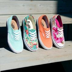 vans, shoes, and fashion Bild Galaxy Converse, Vans Converse, Converse Chuck Taylor, Tenis Vans, Grunge Style, Soft Grunge, Painted Canvas Shoes, Painted Vans, Doc Martins