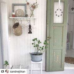 It's Spring, finally! Love the plant in the zinc bucket. Credit @sandnejlikan #scandinavianhome #scandinavia #scandi #farmhousestyle