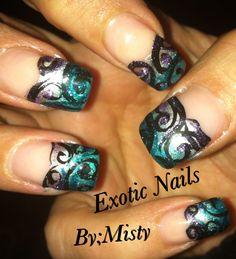 Scroll nail art
