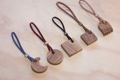 Einfache Holz Anhänger / Schlüsselanhänger vollkommen aus recycelten Materialien. So ein schönes, nachhaltiges Accessoire am Schlüsselbund haben nur wenige.