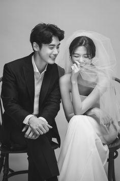 Creative Couples Photography, Studio Photography Poses, Korean Wedding Photography, Creative Photoshoot Ideas, Pre Wedding Poses, Wedding Couple Photos, Korean Couple Photoshoot, Pre Wedding Photoshoot, Wedding Photo Inspiration