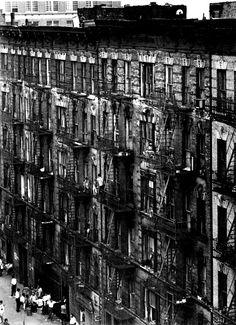 Bruce Davidson: Facede of East 100th street, New York, 1966