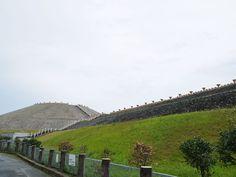 明石海峡を見下ろす高台に古墳が! 願いが叶うパワースポットとして人気急上昇中 神戸の五色塚古墳   兵庫県   Travel.jp【たびねす】