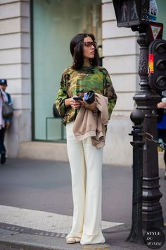 Gilda being her superfly self in Paris. #GildaAmbrosio