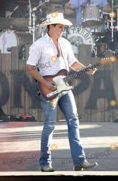 Jon Pardi - I love those long legs. Country Music Artists, Country Songs, Jon Pardi, Sam Hunt, Cowboys Men, Justin Moore, John Travolta, Brad Pitt, Chris Hemsworth