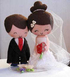 Topo de bolo para casamentos confeccionado em feltro. As cores do cabelo ficam à escolha do cliente. Também disponível na altura 19 cm  - R$ 53,00. R$33,00