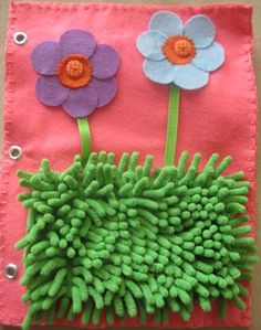 Busy book: Flowers attached with buttons and fuzzy grass quiet book page Diy Quiet Books, Baby Quiet Book, Felt Quiet Books, Sensory Blanket, Sensory Book, Baby Crafts, Felt Crafts, Fidget Blankets, Quiet Books