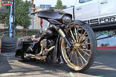Custom Harley-Davidson motorcycle on display at the 2018 SEMA Show in Las Vegas Harley Davidson Chopper, Harley Davidson News, East Elmhurst, Custom Mirrors, Las Vegas Shows, Custom Harleys, Racing Motorcycles, Street Bikes, Show Photos