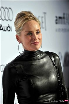 Sharon Stone in tight leather top. Leather Chain, Real Leather, Leather Boots, Black Leather, Leder Outfits, Sharon Stone, Leather Dresses, Celebs, Celebrities