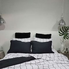 Boa noite 💤 . . . . #casa #homesweethome #homedecor #home #goodmorning #myhome #decoração #mynordicroom #quarto #quartodecasal #designdeinteriores #interior #interiordesign #homedesign #scandinaviandesign #interiorstyling #whiteinterior #scandinavianhomes #interior4all #bedroom #bedroomstyling #deco #decor #arquitetura #apartamento #minimalist #bedroomdesign #lovedecor #tokstok