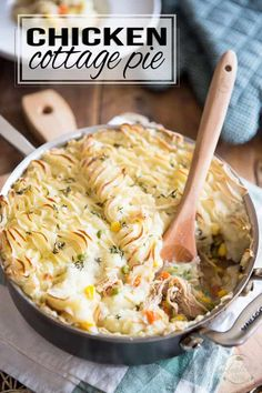 This Chicken Cottage Pie is a bit of a cross between 2 great classics: Chicken Pot Pie and Cottage Pie. With such a winning combination, you simply can't go wrong... the whole family will love it! Chicken Shepherd's Pie, Chicken Cottage, Cottage Meals, Cottage Pie, Chicken Potpie, Chicken Feed, Chicken Meals, Recipe Chicken, Creamy Chicken