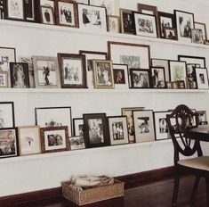 ideas on displaying family pictures on wall | Lenorenevermore