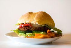 Hamburger házi zsömlével