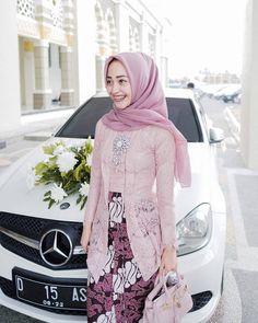 von Ayang Fitri – M Kebaya Modern Hijab, Model Kebaya Modern, Kebaya Hijab, Kebaya Dress, Batik Kebaya, Kebaya Muslim, Batik Dress, Kebaya Pink, Muslim Fashion