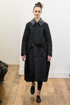 Noir Kei Ninomiya Fall 2017 Ready-to-Wear Collection Photos - Vogue Grey Fashion, Winter Fashion, Minimal Fashion, Womens Fashion, Fall Dresses, Winter Outfits, Fashion Week, Fashion Trends, Dress Picture