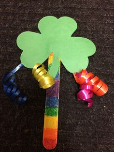 St Patricks Day Crafts For Kids, St Patrick's Day Crafts, Preschool Crafts, Kids Crafts, San Patrick, Construction Paper, Popsicle Sticks, Libraries, Craft Stores