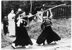 Suzuka-ryu naginatajutsu. Sakurada Tomi (L wielding tachi) was the last headmistress of the Suzuka-ryu