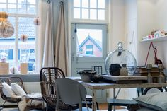 Prachtige woonwinkel gevestigd in een mooi pandje uit 1900 met merken zoals House Doctor, ZUIVER, Nordal, &Klevering Amsterdam, Broste, The Go-Round, SERAX, Mary and Yve, Hybrid