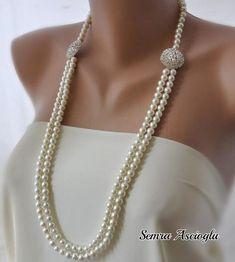 Collier  avec des perles et des cristaux