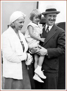 Stan Laurel with family