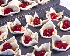 So yummy, cranberry, cheese & puff pastry, every quick and easy for a festive holiday treat! Discount Wine, Wine Delivery, Coding, Cookies, Desserts, Food, Crack Crackers, Tailgate Desserts, Deserts