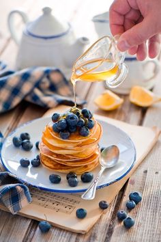 Image discovered by Find images and videos about food, sweet and breakfast on We Heart It - the app to get lost in what you love. Crepes, Bon Dessert, Dessert Recipes, Desserts, Pancake Restaurant, Good Morning Breakfast, Brunch, Pancake Day, Aesthetic Food