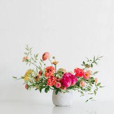 San Diego's neighborhood flower shop, Native Poppy, can fulfill all your floral needs - big and small. Modern Floral Arrangements, Vase Arrangements, Beautiful Flower Arrangements, Beautiful Flowers, Centerpieces, Ikebana Flower Arrangement, Exotic Flowers, Purple Flowers, Online Flower Shop