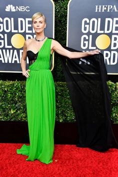 Charlize Theron Shows Off Some Shoulder in Green Gown at Golden Globes 2020 Golden Globe Award, Golden Globes, Jennifer Aniston, Jennifer Lopez, Haute Couture Gowns, Dior Couture, Valentino Gowns, Green Gown, Zoe Kravitz