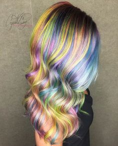 🌈 Prismatic waves 🌈 @cryistalchaos serving us all major hair envy! #hairspiration