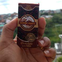 É meio de  samana, mas com esse delicioso 75% Chocolates com NIBS parece que já é final de semana 😍😀 #chocolate #jupara
